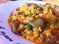 Arroz meloso de cangrejos con alcachofas.