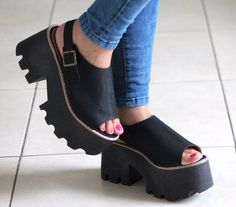 Clog Boots, Clogs Shoes, Stylish Outfits, Cool Outfits, Shoe Collection, Cute Shoes, Beautiful Outfits, Fashion Shoes, Peep Toe