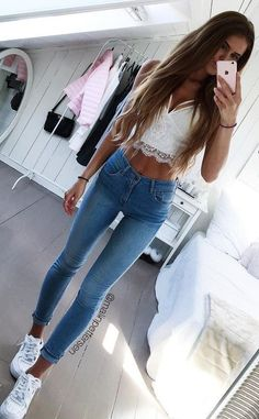 40 Outfit Ideas To Copy This Winter Season White Lace Cropped Top + Bleached Skinny Jeans Mode Outfits, Trendy Outfits, Summer Outfits, Girl Outfits, Fashion Outfits, Skinny Inspiration, Fashion Inspiration, Skinny Girl Body, Very Skinny Girls