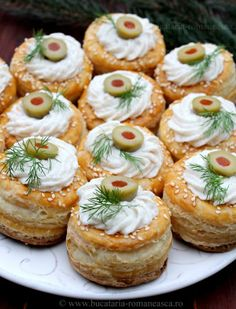 Appetizer Dishes, Appetizer Recipes, Amazing Food Decoration, Sushi, Vol Au Vent, Homemade Sweets, Romanian Food, Appetisers, Creative Food