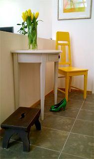 Puolipyöreä pöytä, Jugend-tuoli ja lypsyjakkara