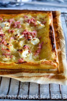 Une tarte aux lardons toute en gourmandise avec l'ajout de chèvre et de miel aux oignons fondus