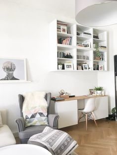 My new workspace in the living room The post My new home office area appeared first on Woman Casual - Home Inspiration Home Office Furniture, Home Office Decor, Home Decor, Office Table, Office Ideas, Office Interior Design, Office Interiors, Cool Office Space, Small Office