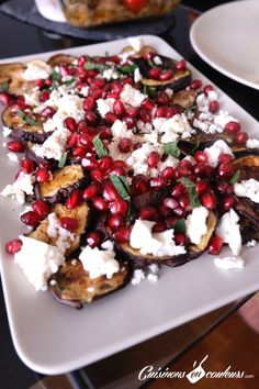 Eggplant salad with feta and pomegranate seeds - Cook in Colors - Salad Recipes Veg Recipes, Light Recipes, Summer Recipes, Healthy Recipes, Salad Recipes, Eggplant Salad, Vegan Dinners, Queso Feta, Healthy Cooking