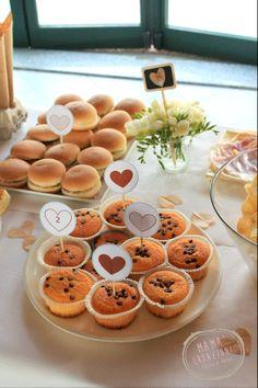 Buffet misto dolce e salato per invitare gli ospiti ad iniziare la festa. www.bonappetitmama.it