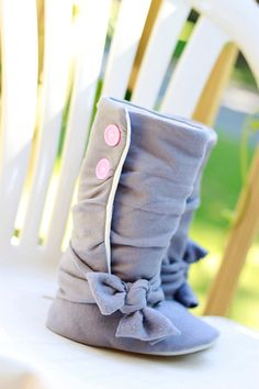 have a baby girl and have her wear these boots. My baby girl is going to be in style! Baby Boots, Baby Girl Shoes, My Baby Girl, Baby Love, Girls Shoes, Girl Boots, Little Girl Fashion, My Little Girl, Kids Fashion