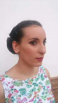 Maquillaje elegante para una boda acompañado de recogido bajo con trenzas.  #MaquillajeSocial #MaquilladoraProfesional #CristinaGamezMakeUp