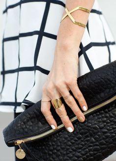 #accessories #acessorios #nails #unhas #esmalte #brinco #colar #anel #earring #necklace #ring #summer #winter #beautiful #ouro #prata #sunglasse #oculos #sol #pulseira #bolsa #bag #clutch