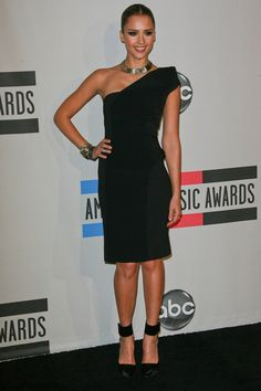 Celebs attend the 2010 American Music Awards