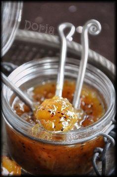 Une confiture très parfumée et bien de saison... Ingrédients pour 2 pots 6 kiwis 6 poires 400g de sucre de Canne 1/4 cc d'épices à pain d'épices 1 gousse de vanille 1/2 cc d'agar agar Epluchez vos fruits et les couper en petits morceaux. Déposez vos fruits...
