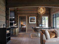 Nyoppført lekker hytte med flott og attraktiv beliggenhet. | FINN.no Chalet Interior, Interior Design, Small Lake Houses, Tiny Houses, Mountain Cottage, Lakeside Living, Cozy Cabin, Cottage Interiors, Cabins In The Woods