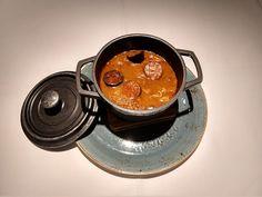 callos-madrilena-restaurante-madrena Deli Food, Spanish Food, Carne, Soups, Tea Cups, Cooking Recipes, Tableware, Hot, Easy