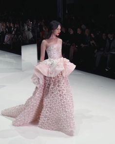 Beautiful Coral Strapless Peplum A-Lane Evening Dress / Evening Ball Gown with small Train. Runway Show by Ralph & Russo Haute Couture Dresses, Haute Couture Fashion, Glamorous Evening Gowns, Evening Dresses, Beautiful Dresses, Nice Dresses, Ralph And Russo, Couture Collection, Dream Dress