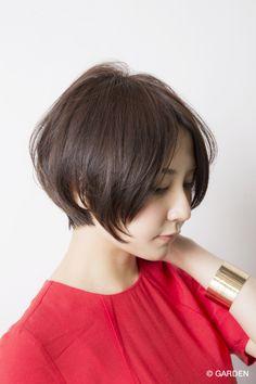 大人の女性に似合う可愛い黒髪ショートスタイル