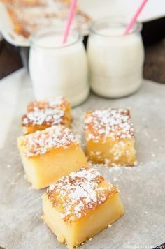 Bocaditos de yogur. Ingredientes: Ingredientes 2 yogures naturales 2 medidas del vaso de yogur de harina 4 medidas del vaso del yogur de leche 1 medida y media del vaso del yogur de azúcar medio sobre de levadura 3 huevos 75g de mantequilla