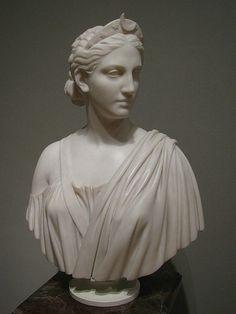 Deusa virgem da caça e da lua. Símbolos incluem o veado e o arco. Irmã gémea de Apolo, filha de Zeus e de Leto.Artemis-desa Grega ou Diana