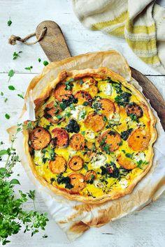 """Het lekkerste recept voor """"Quiche met zoete aardappel, spinazie en geitenkaas"""" vind je bij njam! Ontdek nu meer dan duizenden smakelijke njam!-recepten voor alledaags kookplezier! Cooking Recipes, Healthy Recipes, Healthy Food, Food Cravings, Vegetable Pizza, Main Dishes, Food Porn, Good Food, Veggies"""