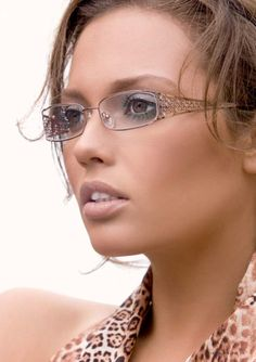 These Women's Eyeglasses are designed to suit the tastes of fashion-conscious women. With a full-rim metal frame and artistically crafted armatures, these rectangular eyeglasses in brown are sure to make you stand out in any crowd. These full-rim eyeglasses promise unobstructed optical vision too.