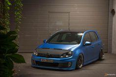 VW Golf slammed