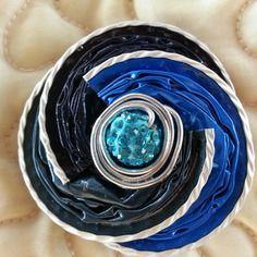 Broche en capsules de café de couleur bleue