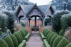 Great topiary & garden structure, photographed by an excellent photographer - Clive Nichols Topiary Plants, Topiary Garden, Garden Structures, Garden Paths, Garden Landscape Design, Garden Landscaping, Porches, Garden Inspiration, Garden Ideas