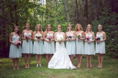 Love those mint green bridesmaid dresses!