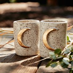 I'm honestly obsessed with mugs at the moment - what a perfect way to make a house a home, right? These moon mugs are so bohemian and beautiful, I love them! Ceramic Mugs, Ceramic Pottery, Ceramic Art, Slab Pottery, Ceramic Bowls, Keramik Design, Cute Mugs, Mug Cup, Home Accessories