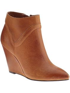 Seychelles ankle wedge boots in tan leather. Sleek Fall ankle boots for Fall.