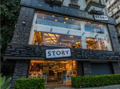 STORY A BOOKSTORE  THAT HAS THE POINT OF VIEW  OF A STORY, CHANGES LIKE A  PLOT AND SELLS BOOKS AND  THINGS BOOKLOVERS LOVE.