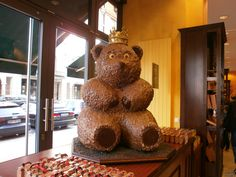 Are you a chocolate lover? I recommed you this chocolaterie called Fassbender&Rausch Chocolatiers and it is situated near Gendarmenmark square in Berlin. Chocolate Dreams, Chocolate Lovers, Gingerbread Cookies, Bears, Germany, Breakfast, Awesome, Travel, Fairy Cakes