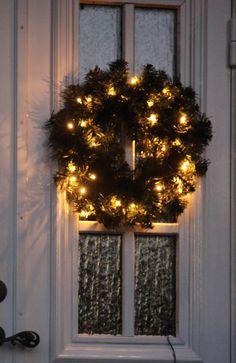 Wieniec świetlny Ottawa  na http://www.halens.pl/dom-boze-narodzenie-8145/wieniec-swietlny-ottawa-213177?imageId=134803817277051450&variantId=213177-0002 95 zł