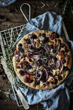 blackberries goats cheese and onion focaccia . Cheese Recipes, Pizza Recipes, Appetizer Recipes, Cooking Recipes, I Love Food, Good Food, Dark Food Photography, Food Stamps, Bread And Pastries