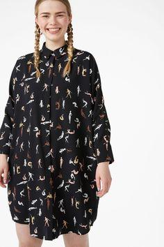 Oversized shirt dress - Black/Move print - Dresses - Monki AT Oversized Shirt Dress, Monki, Floral Tops, Raincoat, Dress Black, How To Wear, Jackets, Shirts, Clothes