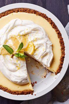 Try 'Fixer Upper' Star Joanna Gaines' Lemon Pie Recipe Joanna Gaines Zitronenkuchen Fun Desserts, Delicious Desserts, Dessert Recipes, Summer Desserts, Health Desserts, Summer Recipes, Famous Recipe, Lemon Recipes, Graham Crackers