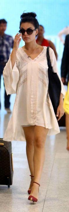 Isis Valverde no aeroporto Santos Dumont, no Rio.
