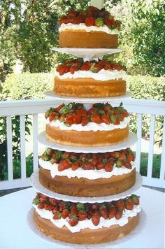 Wouldn't you love to attend a bridal shower with this as your dessert!