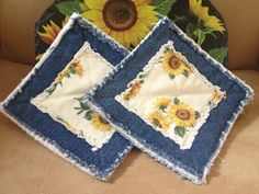 Items similar to Set of 2 Sunflower Denim Rag Quilted Pot Holders on Etsy Jean Crafts, Denim Crafts, Sewing Hacks, Sewing Crafts, Sewing Projects, Rag Quilt, Quilts, Quilt Patterns, Sewing Patterns