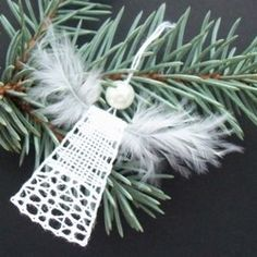 Tree Decorations, Christmas Decorations, Bobbin Lace Patterns, Lace Heart, Point Lace, Lace Jewelry, Needle Lace, Lace Design, Lace Detail