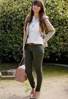 This outfit includes cream heels of the brand Zara, dark green jeans of the brand Zara, white shirts of the brand H&M, and cream Stradivarius's blazers