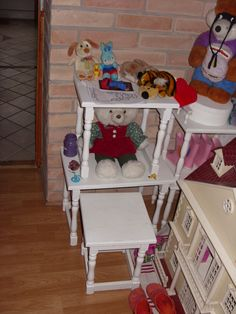 Lefestett kisszékek új élete. Chair, Furniture, Home Decor, Recliner, Homemade Home Decor, Home Furnishings, Decoration Home, Chairs, Arredamento