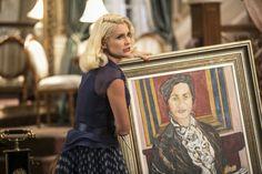 Sandra diz que o quadro não pode mais ficar na mansão e usa uma tesoura para destruí-lo.  (Foto: Inácio Moraes/Gshow )