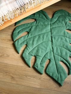 Inexperienced Leaf Play Mat, Monstera Decor for Tropical Nursery,Cushen pillow YASTIK Tropical Nursery Decor, Diy Pillows, Soft Furnishings, Green Leaves, Green And Grey, Fabric Crafts, Sewing Projects, Couture, Baby
