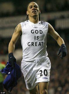 Steven Pienaar celebrating a goal for Everton