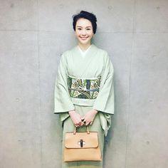 知花くらら(Kurara Chibana)さんはInstagramを利用しています:「happy monday!! いえーい #鼻歌まじりに参りませう #japanesetextile #kimono #yukitsumugi #japan #japaneseculture #bingata #okinawa #着物 #つひにあくがれの結城紬 #紅型…」 Japanese Outfits, Kimono Dress, Japanese Beauty, Yukata, Japanese Kimono, Japanese Culture, My Favorite Color, Traditional Outfits, Feminine