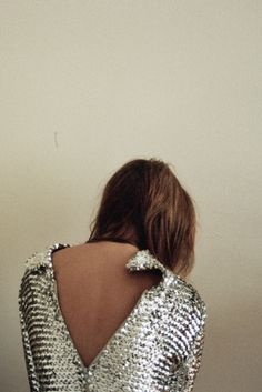 Cool Chic Sexy V-Neck Plunging Back Open Back Backless Silver Shimmery Glittery Beaded Sequinned Embellish Blouse Casual Styles, Fashion Mode, Look Fashion, Ladies Fashion, Fashion Shoes, Girl Fashion, Estilo Street, My Sun And Stars, Metal Fashion