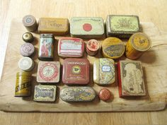 20 vintage tin boxes (most of them are french, english.) - Great items for the tin box collector Vintage condition (one box is impossible to open) Shipping and tracking number Vintage Green, French Vintage, French Paintings, Retro Bathrooms, Green Box, The Secret Book, Clean Makeup, Vintage Tins, Retro Home Decor