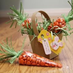 step-by-step tutorial on creating these darling quick and easy carrot treat bags, and accompanying bunny gift tag.Full step-by-step tutorial on creating these darling quick and easy carrot treat bags, and accompanying bunny gift tag. Bunny Party, Easter Party, Easter Presents, Easter Gift Bags, Sweet Cones, Easter Treats, Egg Hunt, Easter Baskets, Easter Hampers