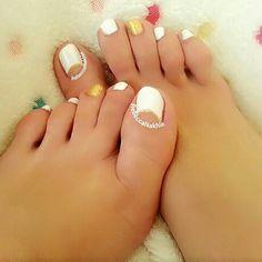It's Monday Pedi : White and Gold Half Moon Toe Nails