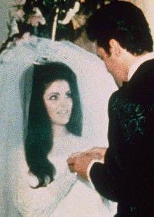 && let us say IIIIII dooo!!! - elvis-and-priscilla-presley Photo Elvis Presley Priscilla, Elvis Presley Family, Night Before Wedding, Elvis Wedding, Wedding Website Examples, Robert Sean Leonard, Affordable Wedding Venues, Famous Couples, Graceland