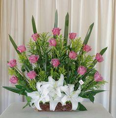 Flor Funeral Floral Arrangements, Tropical Flower Arrangements, Flower Arrangement Designs, Church Flower Arrangements, Rose Arrangements, Beautiful Flower Arrangements, Beautiful Flowers, Altar Flowers, Church Flowers
